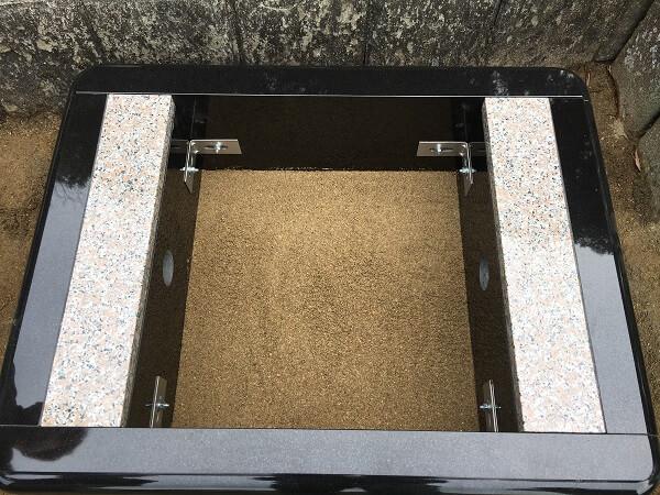 お墓の地震対策の写真です。